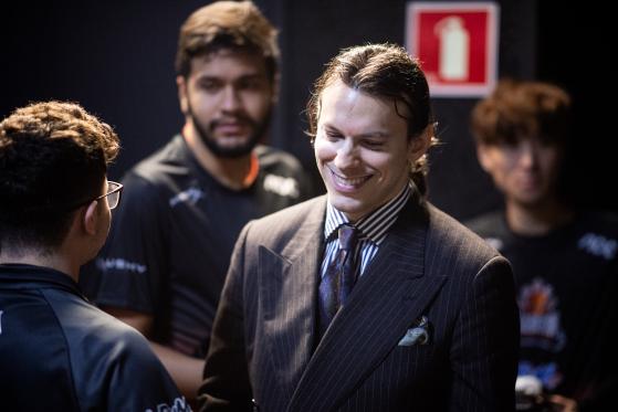 Estrangeiros no LoL: A importância de pro players e técnicos internacionais no Brasil