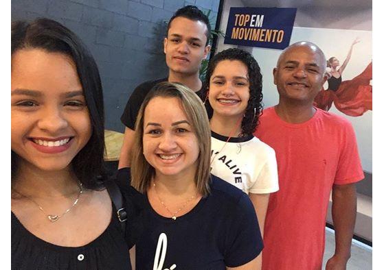 Lorrany, Fernanda, Cariok, Juliana e Marcos | Foto: Acervo pessoal - League of Legends