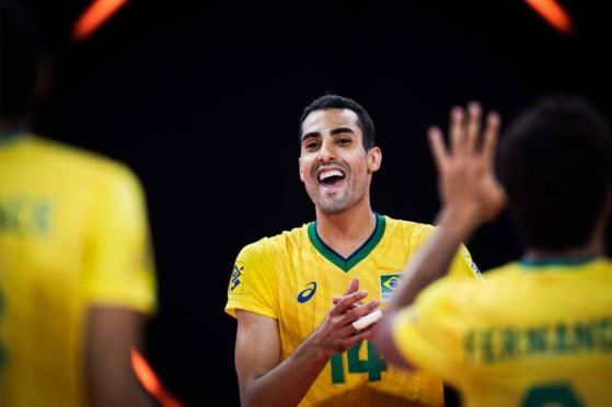 Celebridade olímpica, Douglas Souza tem canal de gameplays de LoL e é fã de Briny