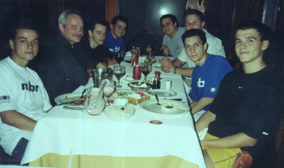 MIBR em restaurante com Paulo Velloso | Foto: Reprodução - Counter-Strike: Global Offensive