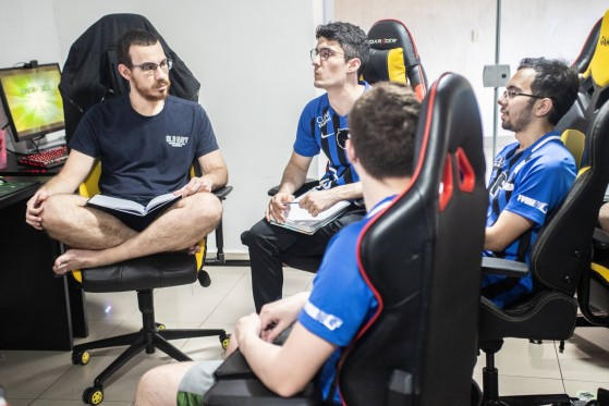 Técnico da FURIA, Twister exalta trabalho psicológico feito com a equipe nos momentos decisivos da temporada (Foto: Divulgação/FURIA) - Rainbow Six Siege