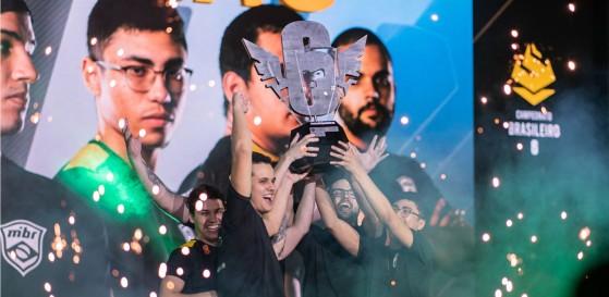 MIBR superou favoritos e garantiu o título BR6, o primeiro de sua história (Foto: Divulgação/Rainbow Six Esports Brasil) - Rainbow Six Siege