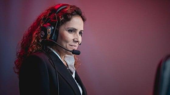 Alessandra Dutra foi a primeira mulher a subir no palco do Campeonato Brasileiro de League of Legends. Foto: Riot Games/Reprodução - Millenium