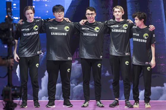 Equipe da Legacy que jogou contra a INTZ, com Tally no lugar de Halo | Foto: Riot Games/Reprodução - League of Legends