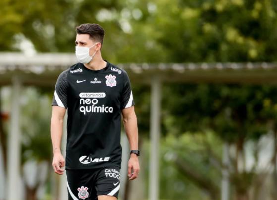 Danilo Avelar em treino do Corinthians — Foto: Rodrigo Coca/Agência Corinthians - League of Legends