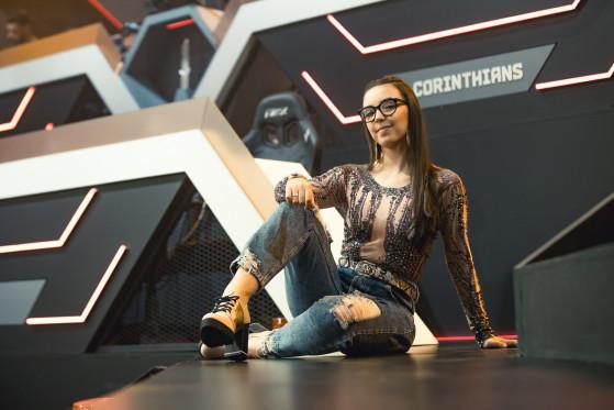 Ana Xisdê é indicada a apresentadora do ano no Esports Awards 2020